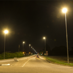 Específico para la detección de vehículos, el radar de tecnología avanzada SRM utiliza el principio del efecto Doppler Fizeau con una frecuencia de 24,125Ghz, asociado a un microcontrolador de alto rendimiento. Gracias a esta frecuencia muy elevada y a una miniaturización extrema, el radar SRM obtiene unos resultados excepcionales dentro de una carcasa estanca y compacta. Su sistema de fijación, especialmente diseñado para mástiles de alumbrado público, permite una fijación sencilla y una orientación multiaxial del radar. El radar SRM debe utilizarse con el relé VIA para su interconexión con el ecosistema SensyCity.3